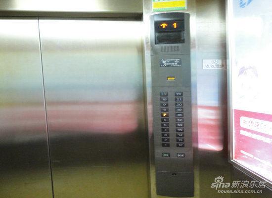 三菱电梯消防状态取消不了是怎么回事
